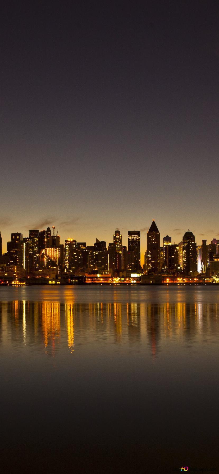 Reflexion Der Wolkenkratzer In Wasser In New York Hd
