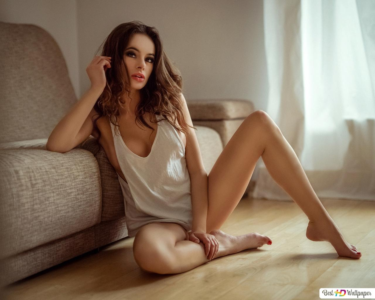 Sexy Girl Sitting On The Floor Hd Wallpaper Download-6897