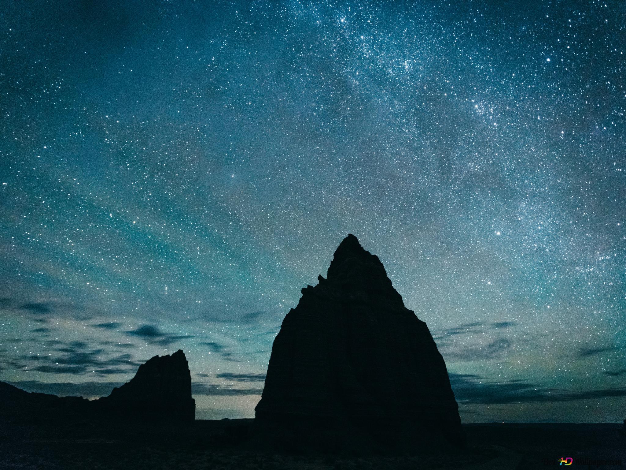 岩石上的星空背景剪影高清壁紙下載